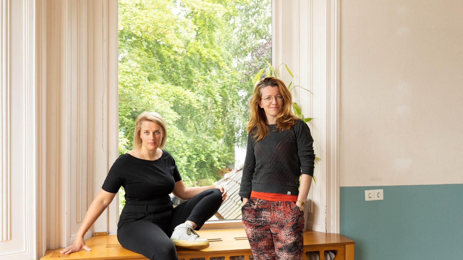 In Februari 2021 zijn Karlijn Benthem en Sara Scholten gestart met de Educatiemaakplaats. Deze werkplaats is een plek waar de komende vier jaar educatie wordt gemaakt. We houden je op deze pagina graga op de hooget van de ontwikkelingen.